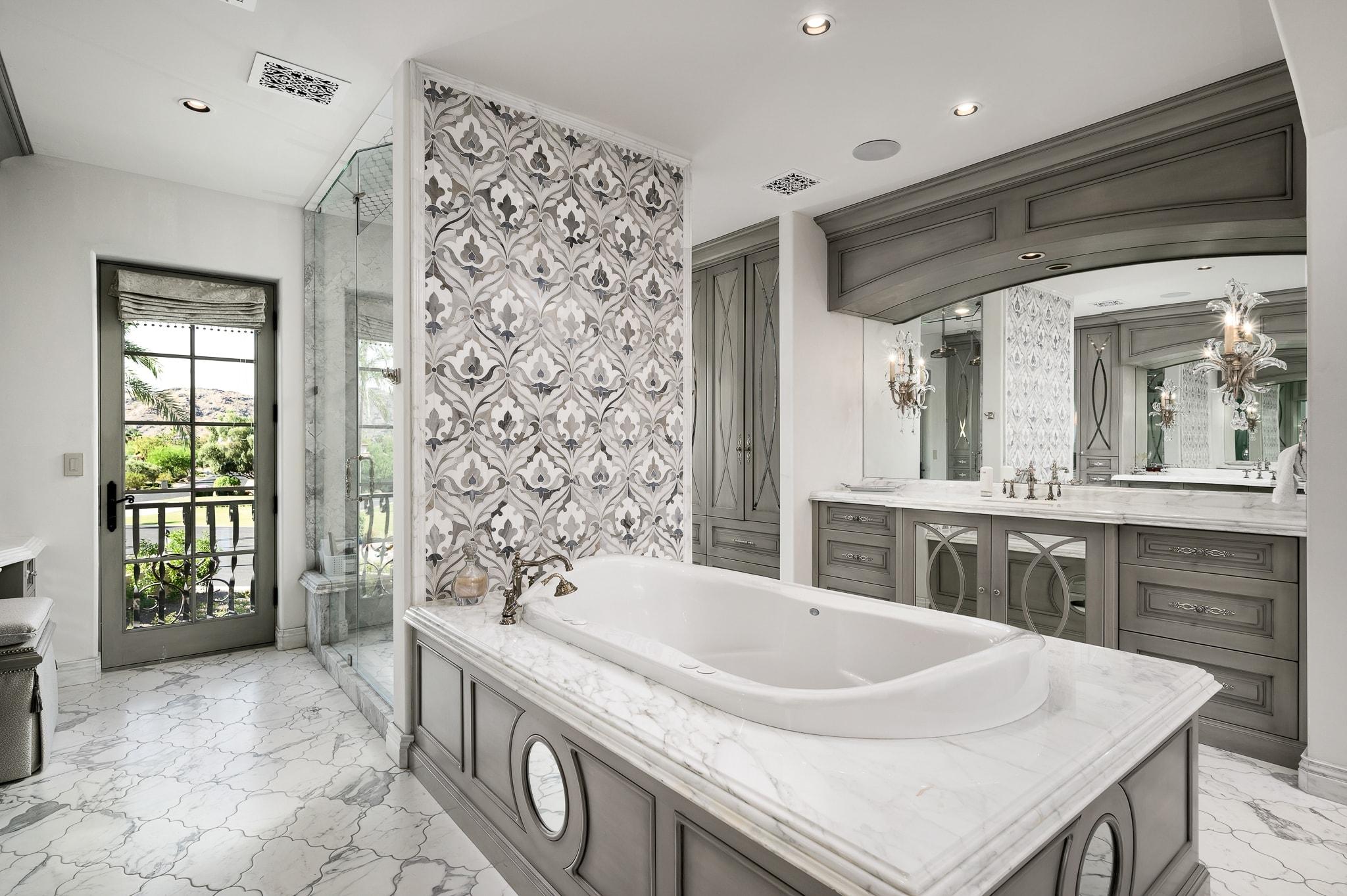 paradise villa master bathroom